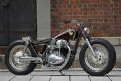 日本发烧友改装的复古摩托车
