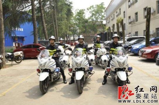 娄星城区正式启动特警摩托车武装巡逻