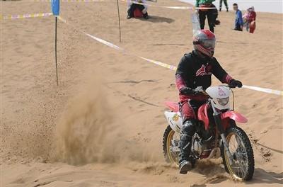 摩托车沙漠场地竞速赛