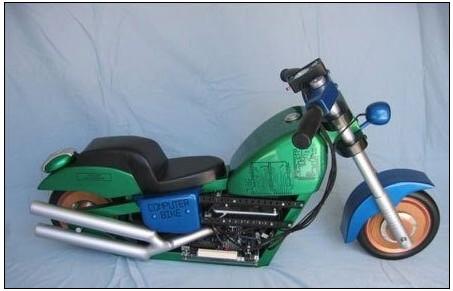国外达人竟把摩托车改成了电脑