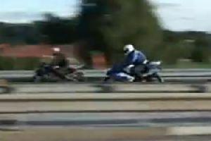 铃木摩托车 VS 川崎摩托车 高速追逐