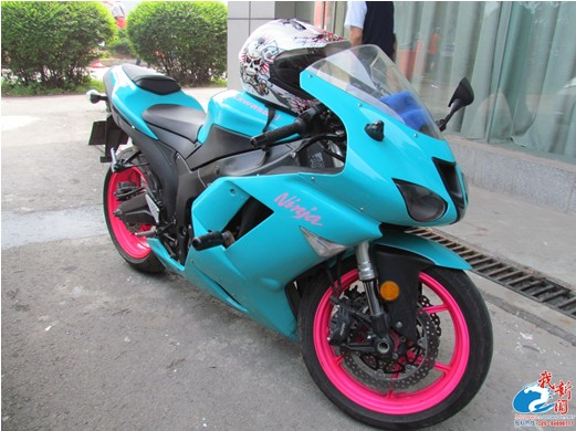 爆款耀眼的摩托车