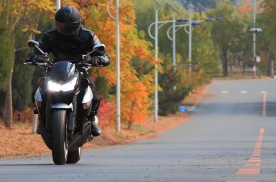 川崎肌肉男试驾KawasakiZ1000