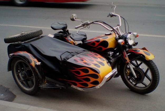 穿梭北京街头的各款帅气摩托车