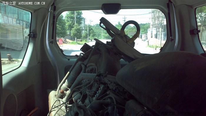 准备装车,现在看就是一堆垃圾,废铁图片