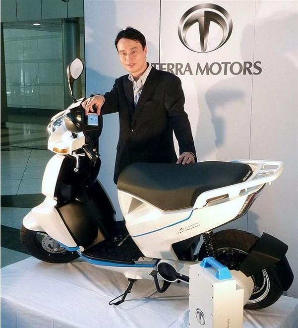 日本推出新型电动摩托车可与智能手机连接