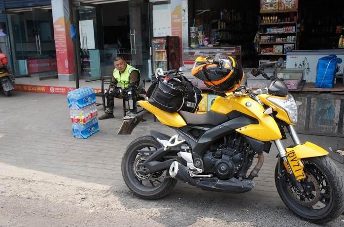 体验摩旅生活 隆鑫lx650自贡到达石棉