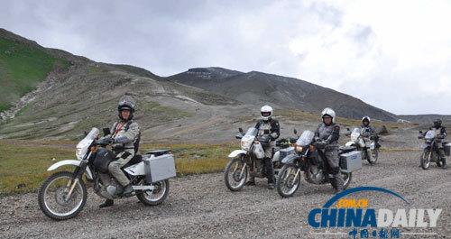 新西兰白头-汉拿摩托车旅行团启程仪式在朝举行
