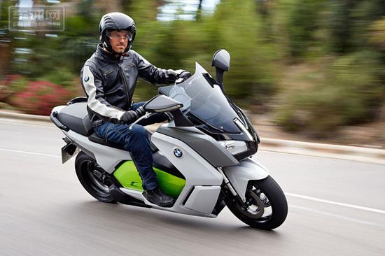 宝马CEvolution电动摩托车亮相车展