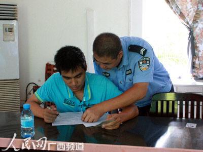 交警利用周末组织群众考取澳门威尼斯人在线娱乐平台驾驶证