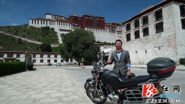 """历时12天小伙骑摩托车带""""张家界""""到达西藏"""