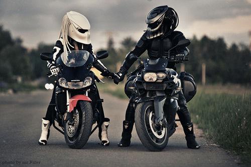 各种奇葩的摩托车头盔亮瞎你的眼睛