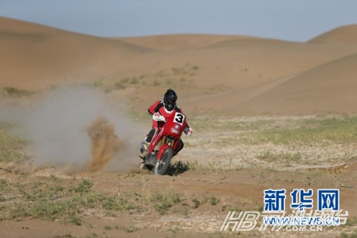 中国越野拉力赛金城车队第十赛段排列第二