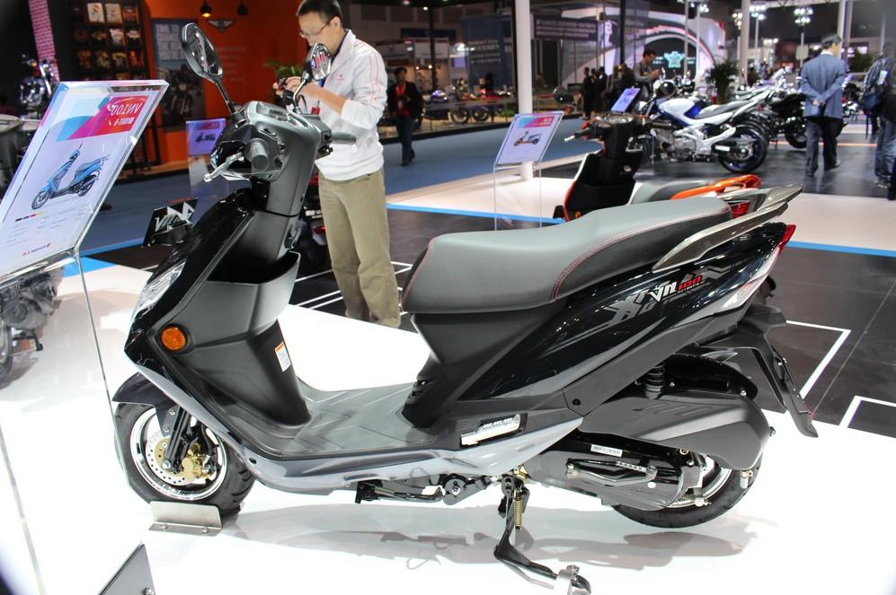 供应豪爵铃木摩托车100cc踏板摩托车图片,供应豪爵车.