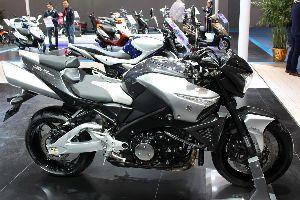 铃木 Suzuki GSX1300BKA