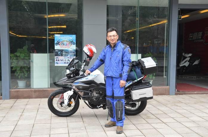 宗申•赛科龙RX3实体店首位用户今日完成提车