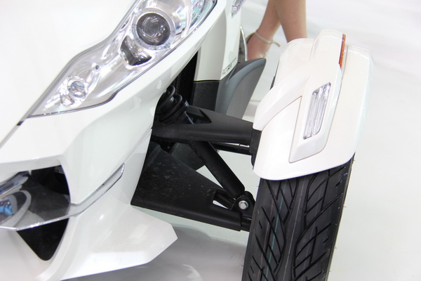 庞巴迪Spyder敞篷三轮摩托亮相西安车展
