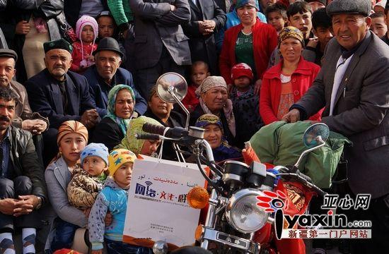 67岁维吾尔族老人将骑摩托车骑行19援疆省市