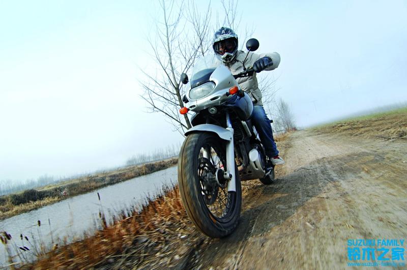 """低调的""""自由风""""SUZUKIXF650Freewind试骑试驾"""