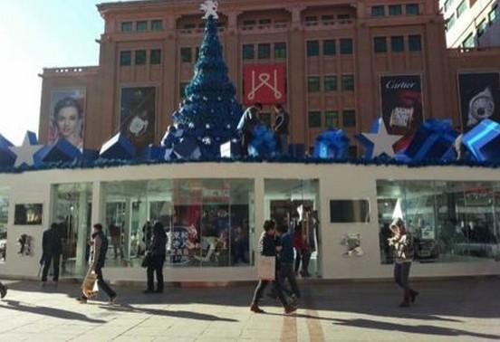 标致在北京王府井举办圣诞活动