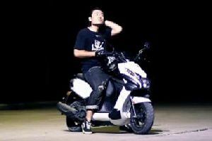 标致摩托streetzone100特技表演