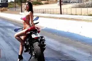 性感美女TanYa和2012杜卡迪街霸