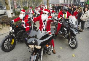 圣诞节豪华摩托车现身?#38470;?#21475;