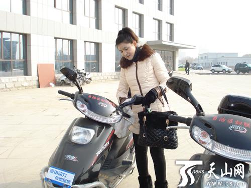 新和县为偏远干部发放电动摩托车