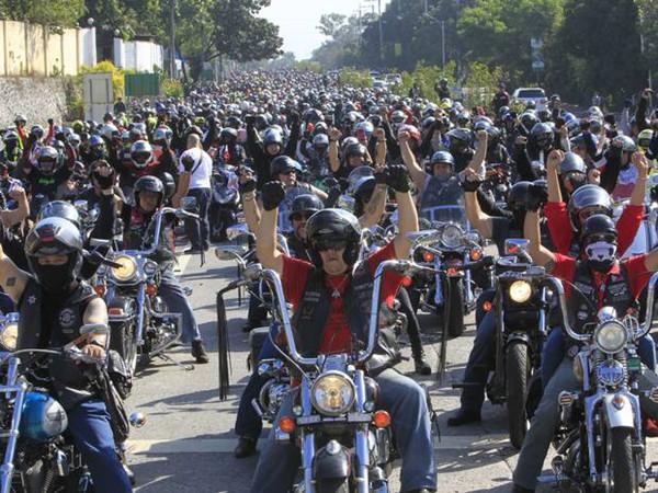 禁止摩托车后座坐人菲律宾拟出台严法引发抗议