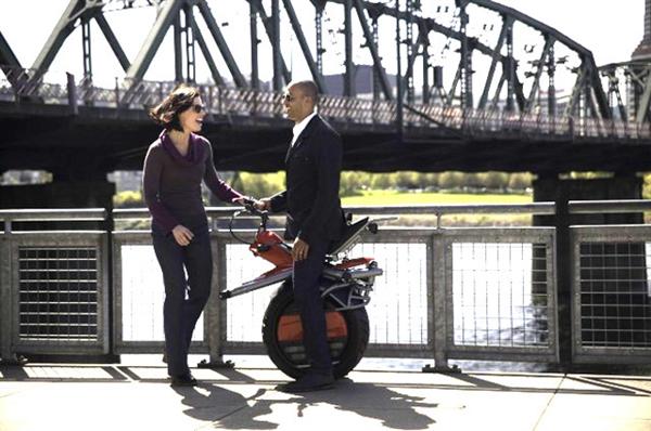 奇葩单轮摩托车这怎么骑?