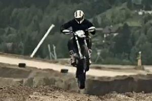 2013年野兔争夺世界顶级摩托车极限硬耐力赛