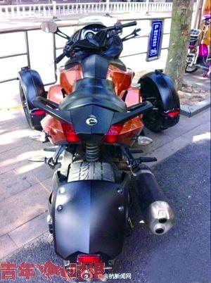 三十多万庞巴迪三轮摩托暂不能上牌