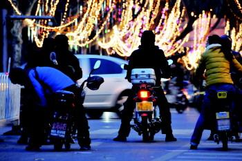 醉骑摩托车最高可拘役6个月