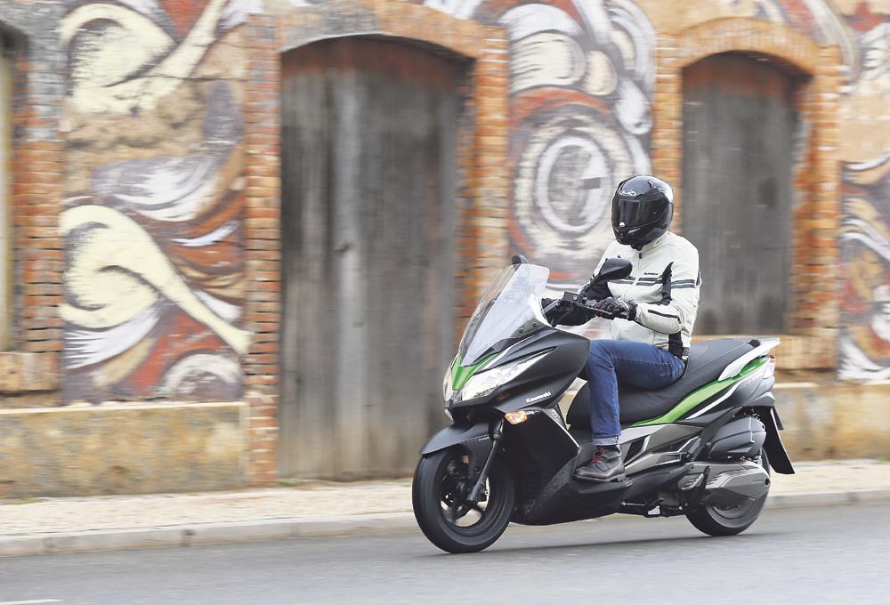 川崎也在做踏板了KawasakiJ300SE限量发售