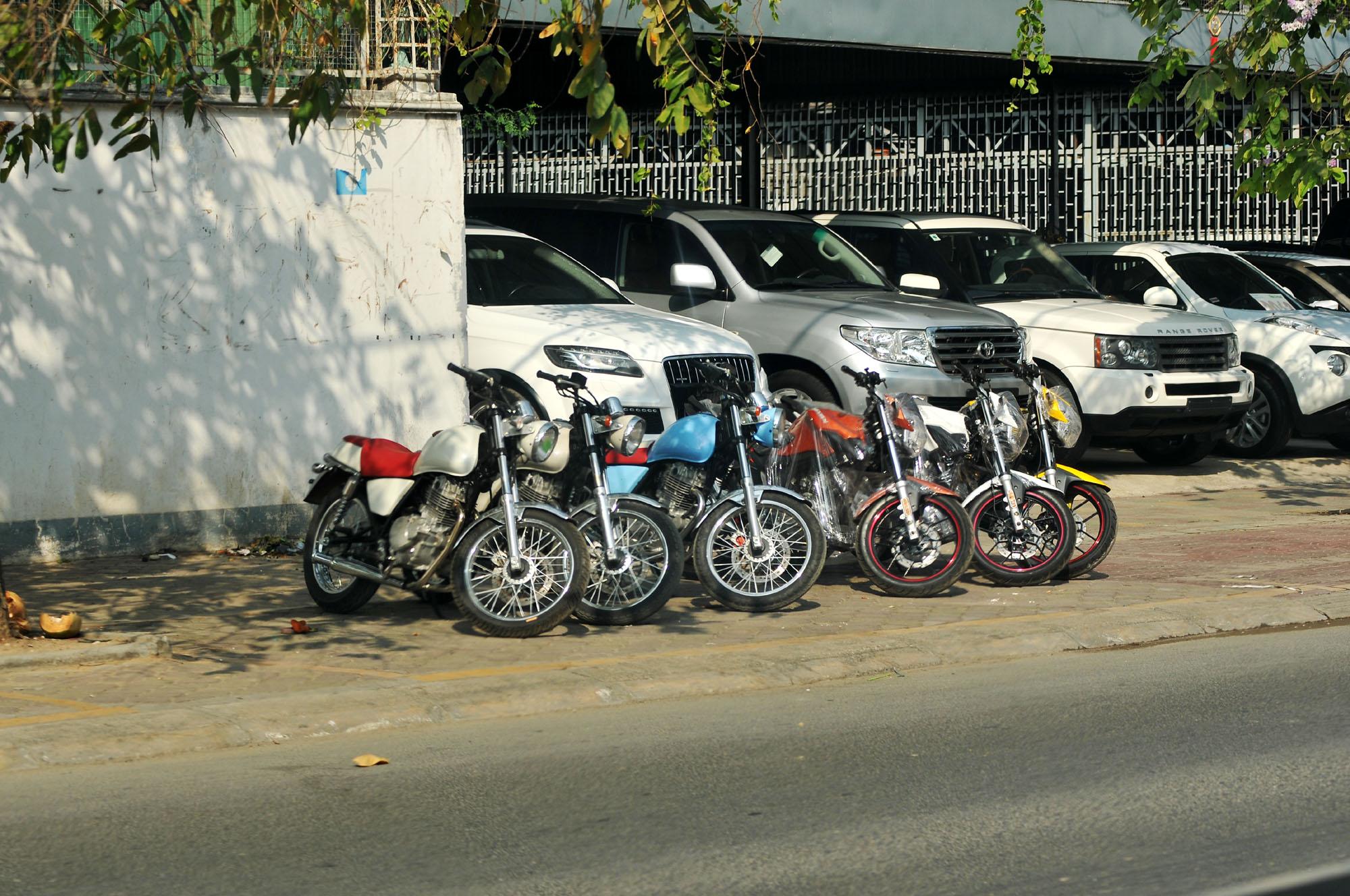 汇聚全球摩托车的路边小店