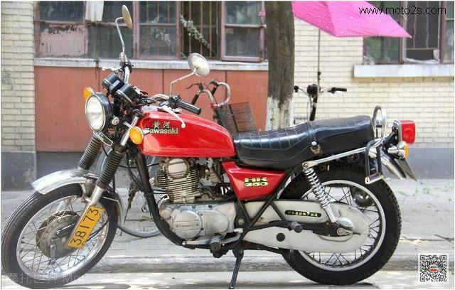 老式摩托车父辈的旗帜