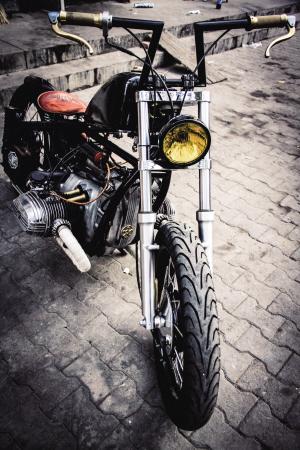 呼和浩特市小伙自制复古摩托车