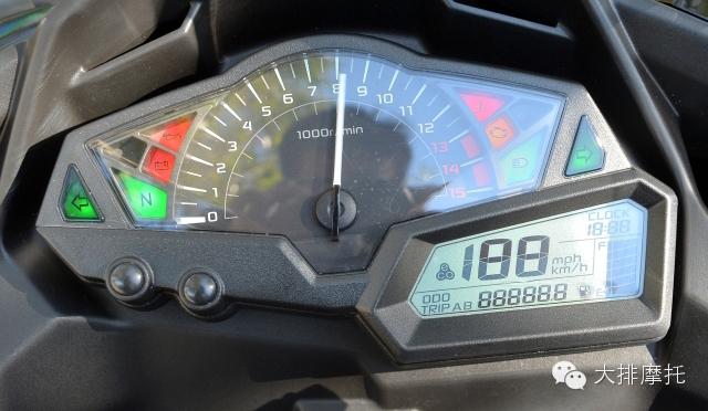 仪表功能除了基本的时速(可切换公里/英里)外,odo总里程,单趟距离