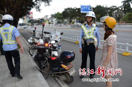 赤坎交警推行警用摩托车巡逻纠违机制