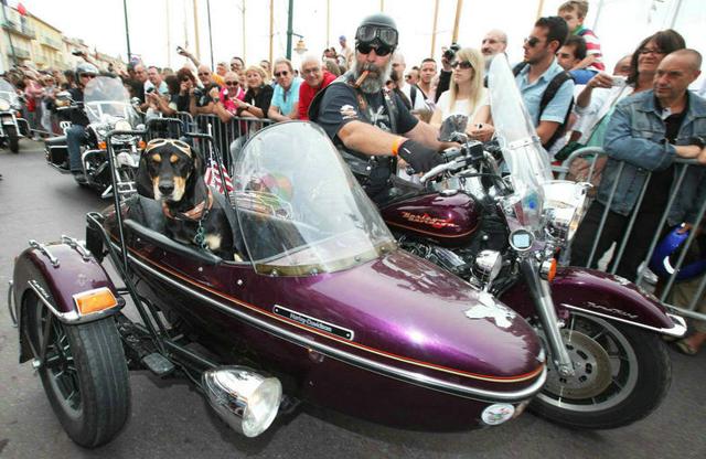 欧洲哈雷戴维森摩托车节巡游现场
