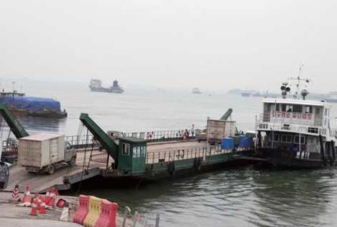 荆州长江大桥禁摩埠河菜农到荆州卖菜现在很头疼