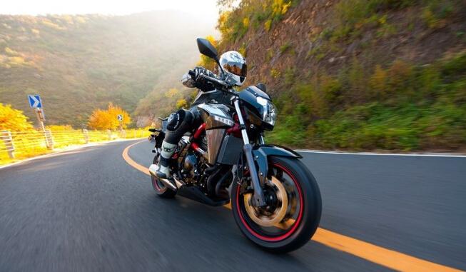 大排量摩托车安全驾驶技巧小贴士