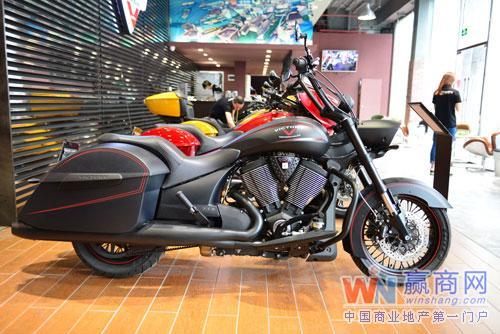 美国胜利摩托车广州展示厅:美式机车与咖啡的文化结