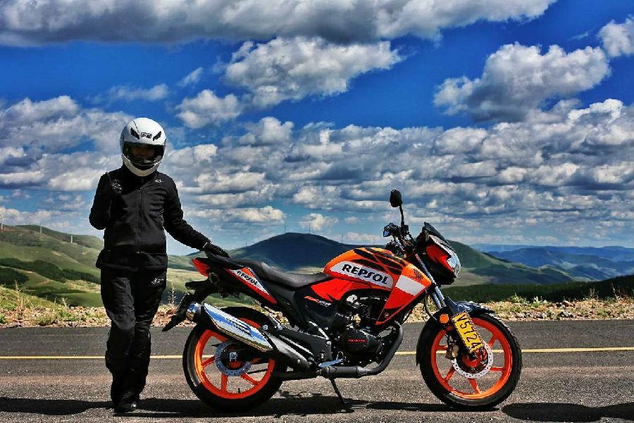 美丽飘行摩托与JEEP的沿天路之旅