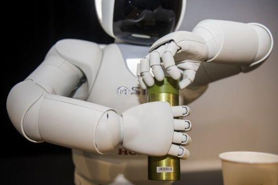 本田的新款机器人ASIMO更智能更主流