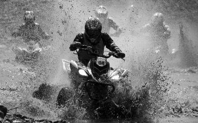 全国摩托车高手京郊飙车技