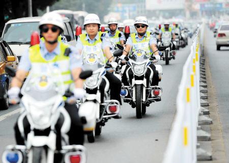 百辆新警用摩托车巡逻长沙城区