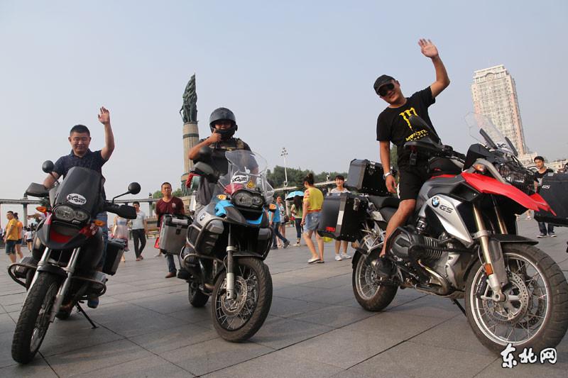 哈雷、宝马摩托车队驰骋1700公里亮相冰城