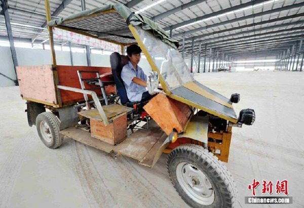 武平工人花7000元用摩托�零件造山寨汽�