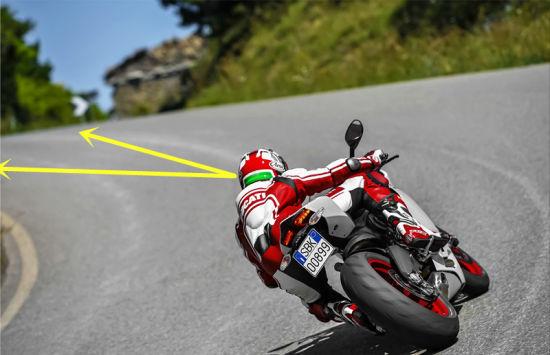 驾驶摩托时视线的小知识